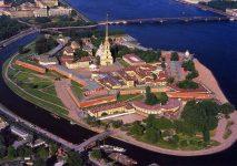 На каком острове стоит Петропавловская крепость